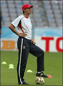 Alexandre Guimaraes resigns as Costa Rica's manager