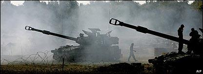 Tanques israelíes en la frontera con Gaza.