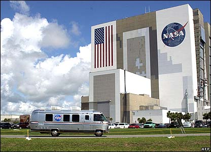 Astrovan carrying crew to the launch pad passes Vehicle Assembly Building