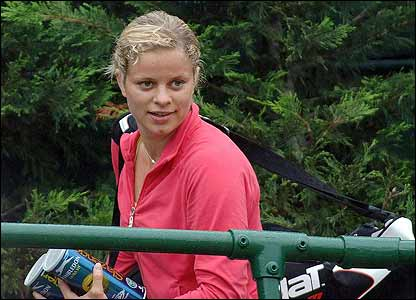 Kim Clijsters leaves the practice courts