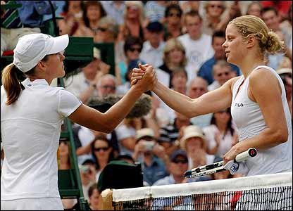 Henin-Hardenne shakes Clijster's hand at the net