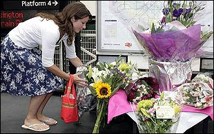 Flowers are laid at Edgware Road