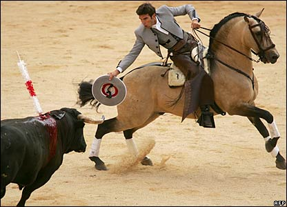 Spanish bullfighter Sergio Galan fights his second bull during the opening session of the festival