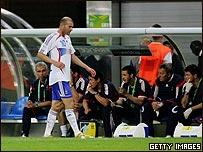 Zidane es sustituido frente a Corea del Sur.