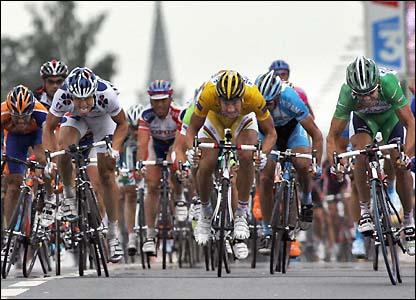 Robbie McEwen leads the pack