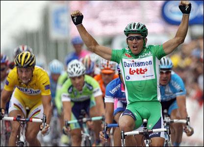 Robbie McEwen wins stage six