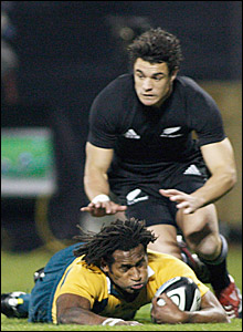 Loti Tuqiri scores Australia's first try