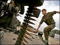 Israeli soldier in northern Gaza (07 July)