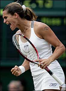 Mauresmo pumps her fists