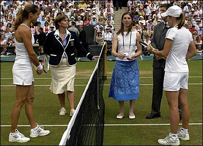 Amelie Mauresmo and Justine Henin-Hardenne toss for serve