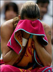 Mauresmo contemplates her way back into the match