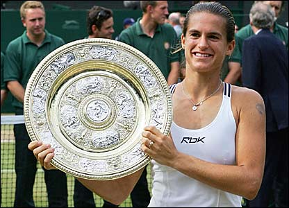 Mauresmo holds her winners trophy