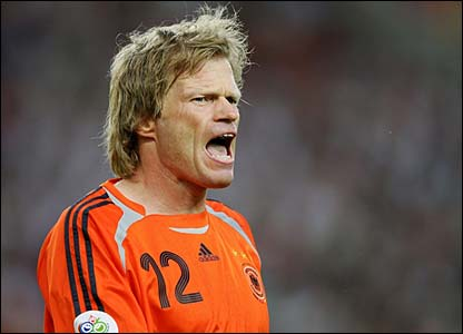 Oliver Kahn barks orders to his defence