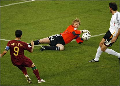 Oliver Kahn saves from Pauleta