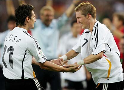 Miroslav Klose congratulates Bastian Schweinsteiger