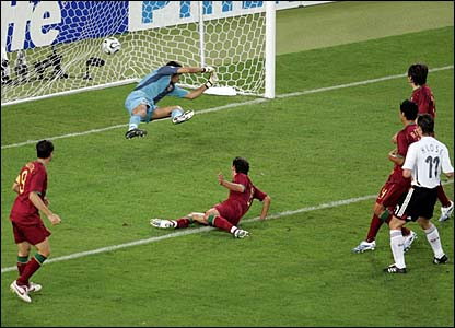 Armando Petit deflects Schweinsteiger's free-kick past Ricardo
