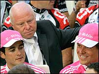 Rudy Pevenage (background) with Oscar Sevilla (left) and Jan Ullrich