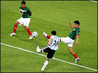 Maxi Rodriguez scores against Mexico