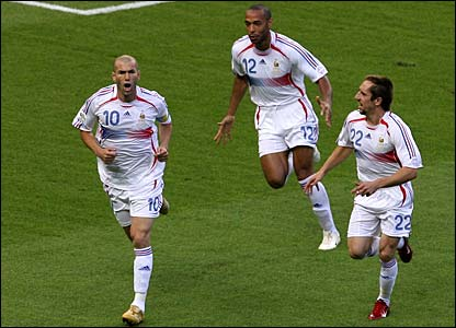 Zinedine Zidane celebrates with Thierry Henry and Franck Ribery