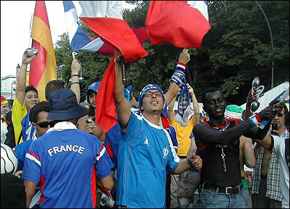 French fans wave flags in Berlin