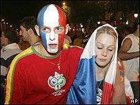 Franceses tristes por la derrota de su equipo