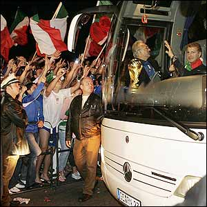 The Italian team coach makes its way back to the hotel