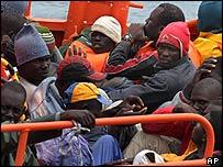 Inmigrantes interceptados cerca de Tenerife.