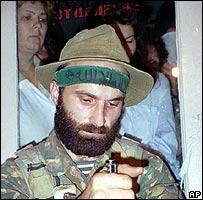 Chechen warlord Shamil Basayev (1995 file pic)