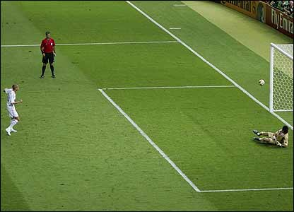 David Trezuguet sees his penalty miss the target