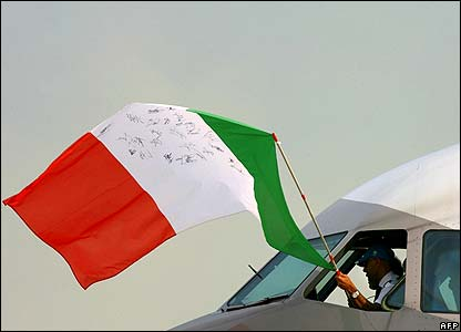 Pilots fly Italian flag from cockpit window
