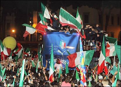 The scene in Piazza Venezia