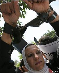 Egyptian journalist protesting against press law amendment