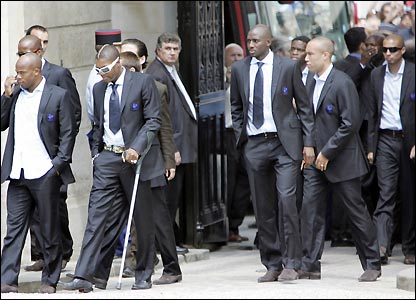 The players arrive at the Elysee Palace