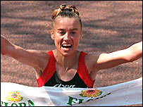 Liz McColgan wins the London Marathon in 1996