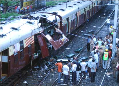 Mangled train carriage (Image: Urdu Times)