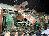 Restos de uno de los trenes tras la explosión