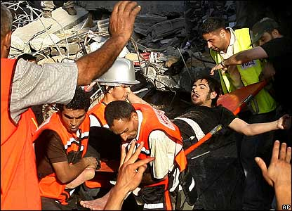 BBC NEWS | In Pictures | In pictures: Air strike on Gaza