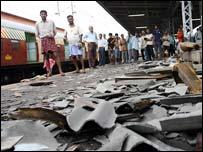 Wreckage at Mahim station