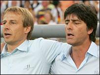 Jurgen Klinsmann (l) and Joachim Loew