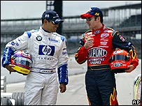 Juan Pablo Montoya junto a Jeff Gordon en prueba de NASCAR en 2003, foto de archivo