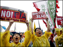 South Koreans demonstrate against free trade agreement talks with US