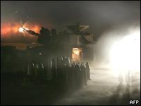 Soldados israelíes con unidad de artillería móvil en frontera con Líbano.