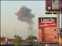 Columna de humo cerca del aeropuerto de Beirut.