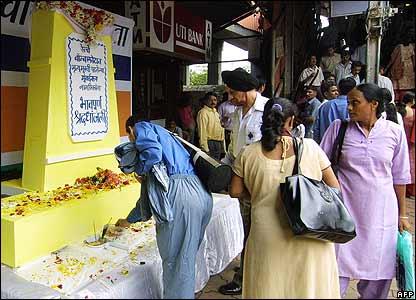 Tributes paid at Andheri railway station in Mumbai