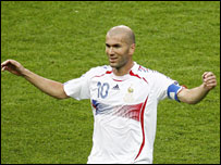 Zinedine Zidane accepts the applause after scoring