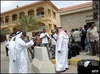 سائحون عرب يغادرون لبنان