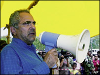 Jose Ramos-Horta speaks at a refugee camp in Dili on 13 July