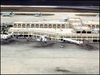 مطار عمان