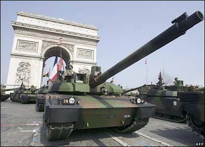 الدبابات الاشقاء من العائلة تي ( انها حقا عائلة محترمة اخري ) - صفحة 6 _41886942_leclerc_afp416