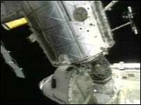 Transbordador Discovery, poco antes de desacoplarse de la Estación Espacial Internacional. Foto: NASA
